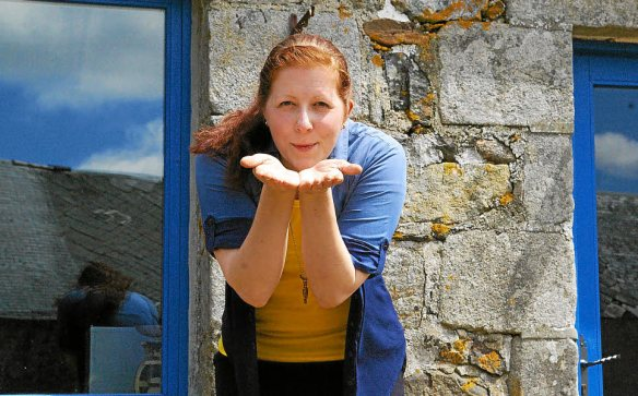Emma Oxenby Wohlfart, historienne suédoise de 30 ans, vit en Finistère depuis trois ans. Un choix de vie, pour lequel elle a tout quitté de son pays natal.