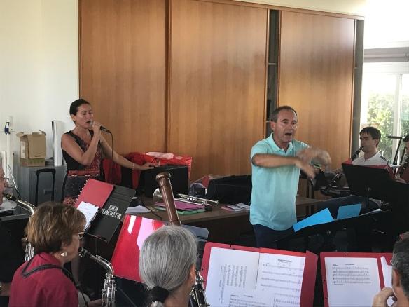 Morwenn Le Normand, Alain Sanchez et l'orchestre en répétition ce jeudi.